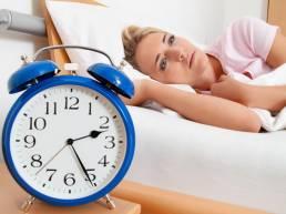 تحقیقات نشان می دهند که طب سوزنی اختلالات خواب را بر طرف می کند The Evidence Behind Acupuncture for Insomnia